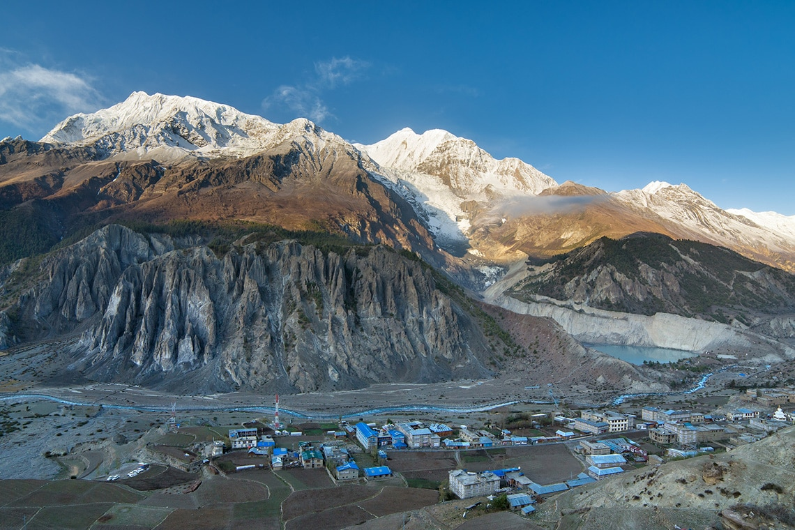 View-of-Manang-valley-and-Annapurna